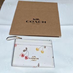 Coach * gift box & Coach tissue * sz belt wristlet